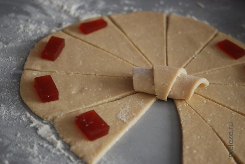 Рогалики творожные с мармеладом рецепт с фото